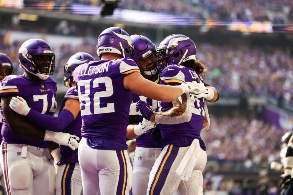 Ben Ellefson celebrating with Vikings teammates
